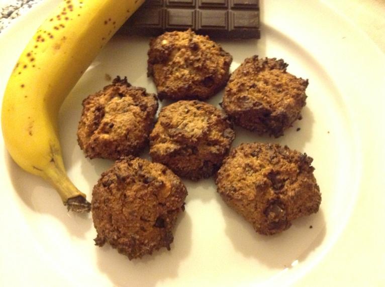 Banana, chocolate and hazelnut cookies